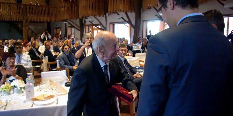 Gratulálunk a Bezerédj díjjal kitüntetett dr. Szily Ferenc főorvos úrnak!